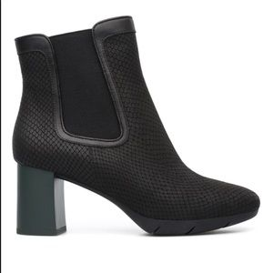 Textured leather w mod heel Camper Chelsea boots